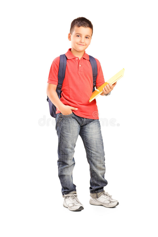 Ritratto integrale di uno scolaro con lo zaino che tiene un taccuino immagini stock
