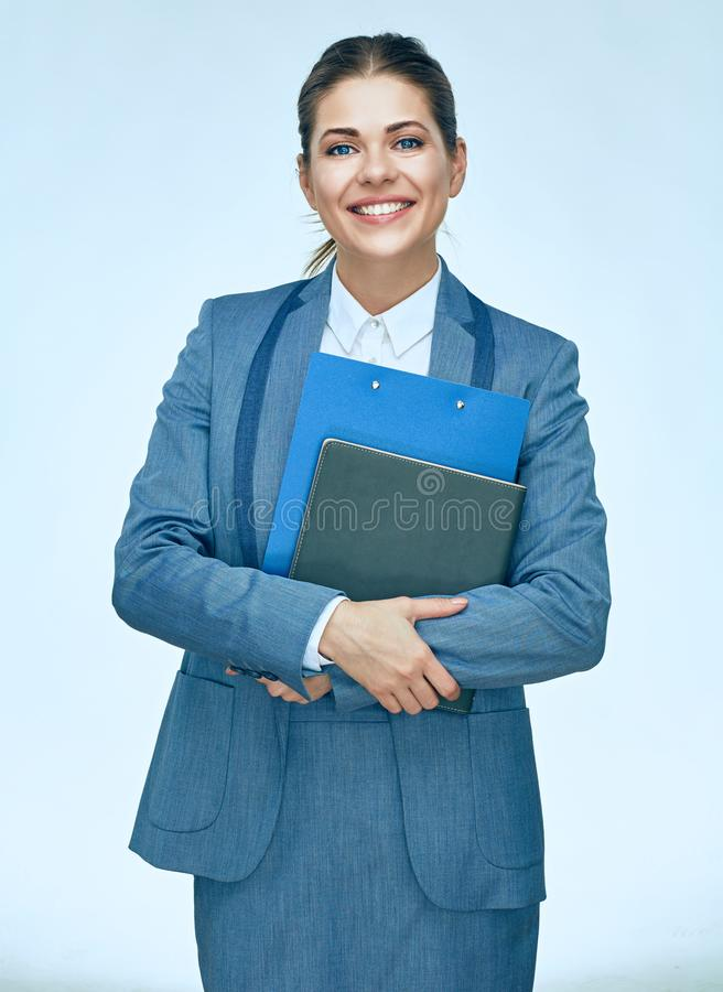 Ritratto isolato delle carte d'ufficio della tenuta della donna di affari immagini stock libere da diritti