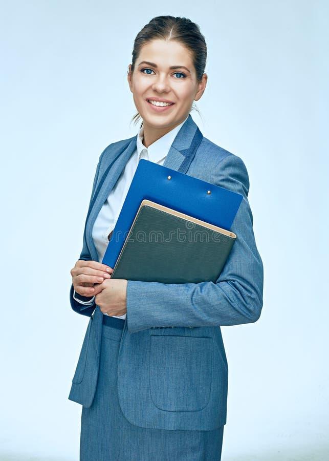 Ritratto isolato delle carte d'ufficio della tenuta della donna di affari immagine stock