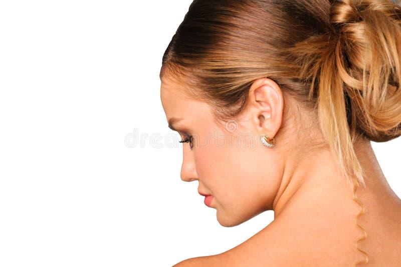 Ritratto laterale della ragazza graziosa isolato su bianco immagine stock libera da diritti