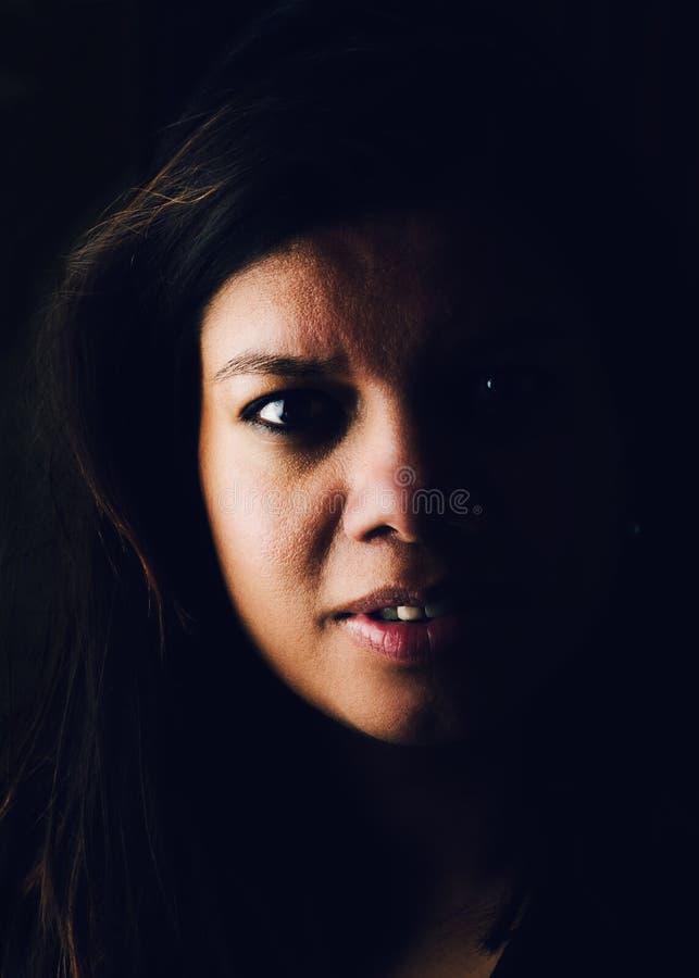 Ritratto lunatico della donna asiatica fotografia stock