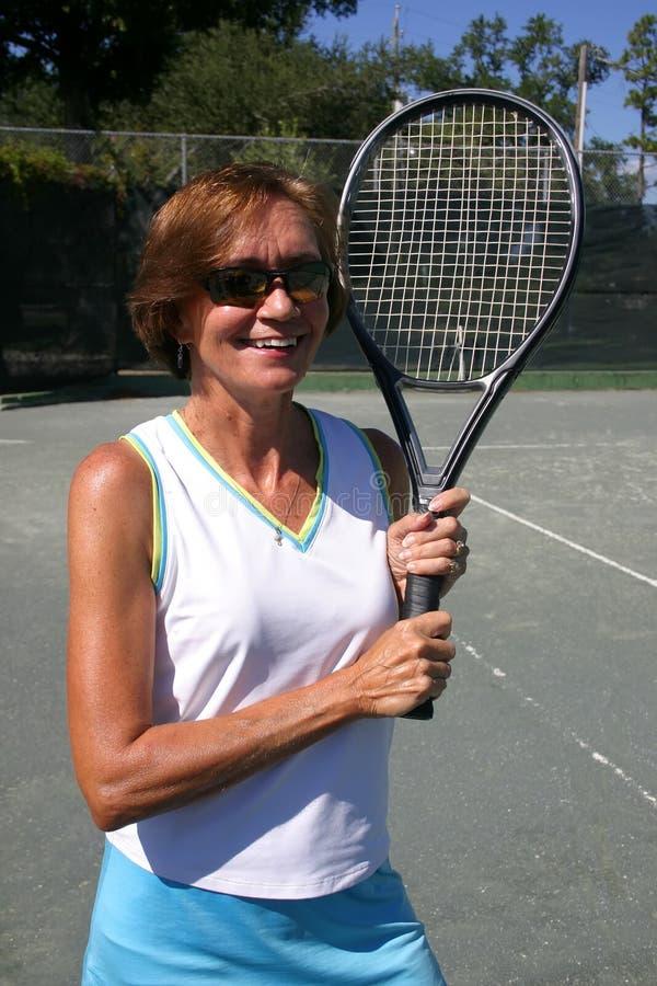 Ritratto maggiore del giocatore di tennis fotografia stock libera da diritti
