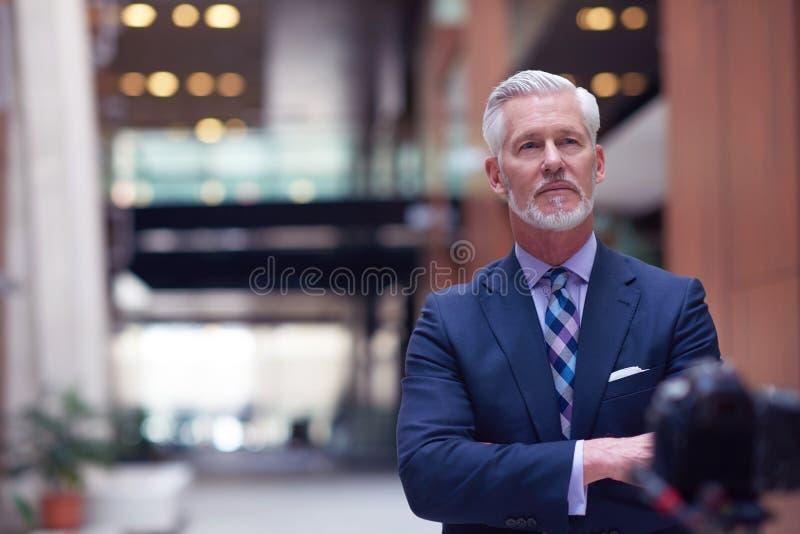 Ritratto maggiore dell'uomo di affari fotografie stock libere da diritti