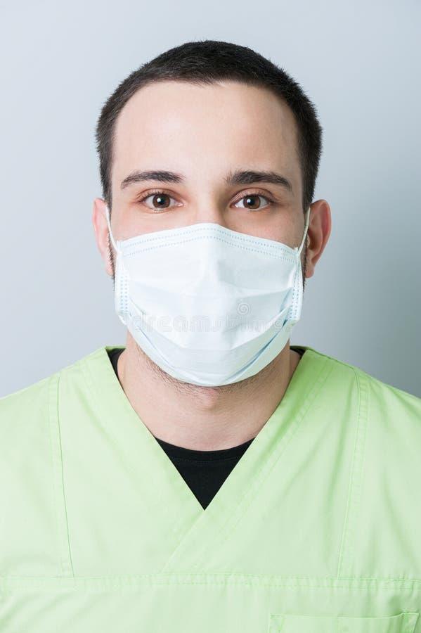 Ritratto maschio del dentista fotografia stock