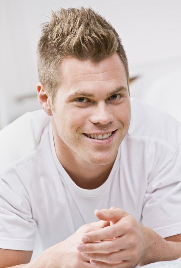 ritratto maschio del fronte vicino attraente in su immagine stock
