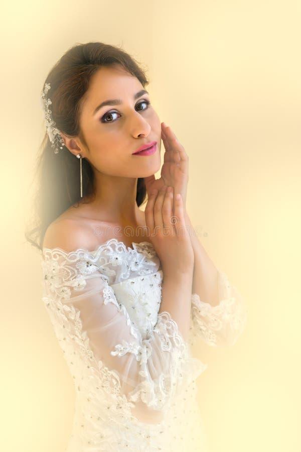 Ritratto molle del fuoco di giovane sposa fotografia stock libera da diritti