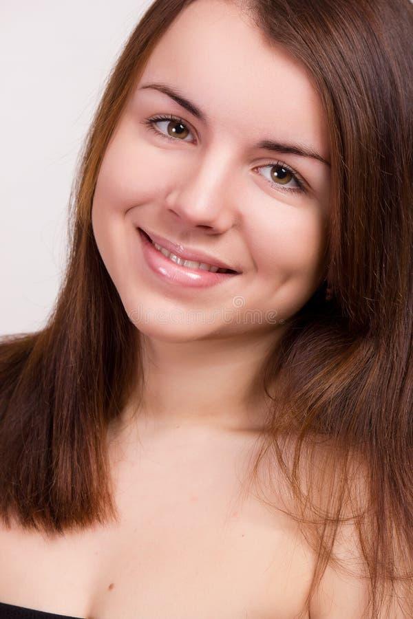 Ritratto naturale di bella giovane donna immagini stock libere da diritti