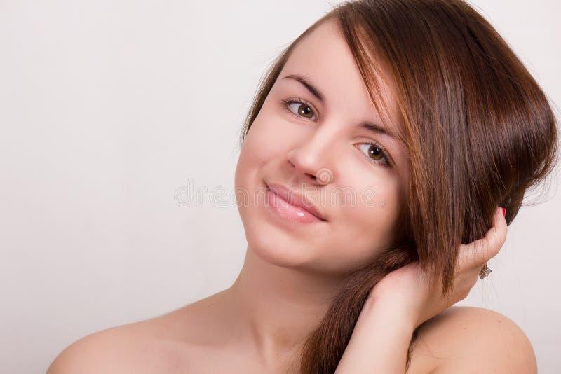 Ritratto naturale di bella giovane donna fotografia stock