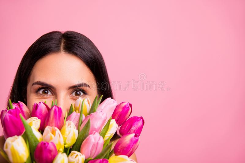 Ritratto potato primo piano di lei lei signora latina castana di buon umore allegra affascinante accattivante adorabile attraente immagini stock libere da diritti