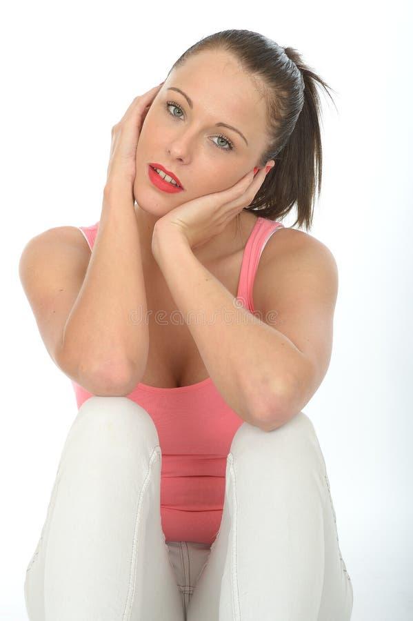 Ritratto premuroso contento rilassato felice della giovane donna fotografia stock libera da diritti