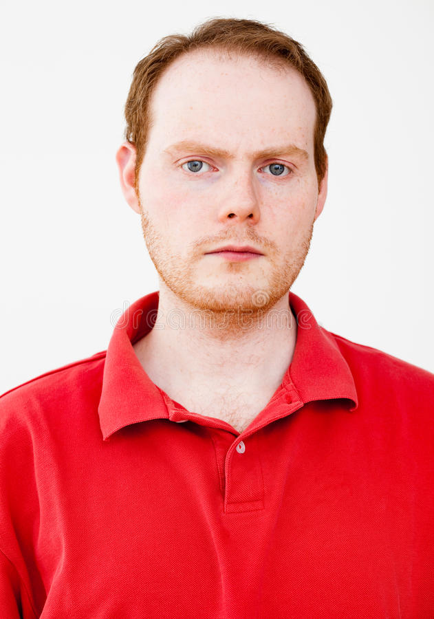 Ritratto reale della gente: Uomo dai capelli rossi serio fotografie stock