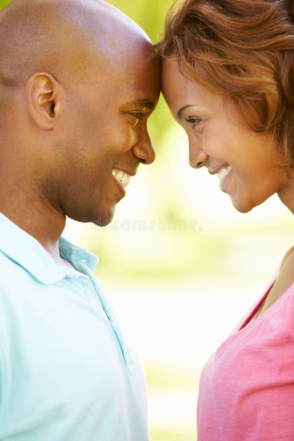 Ritratto romantico delle giovani coppie fotografia stock