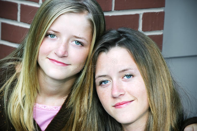 Ritratto - sorelle graziose fotografia stock