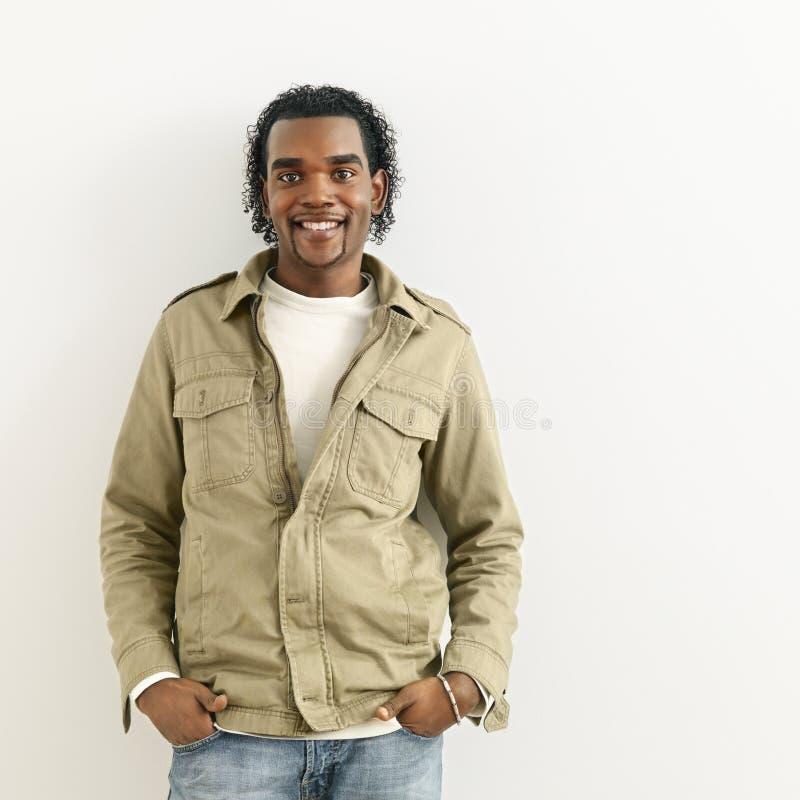 Ritratto sorridente dell'uomo fotografie stock libere da diritti