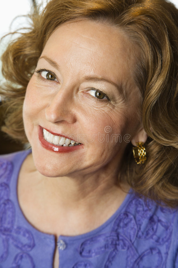 Ritratto sorridente della donna. fotografia stock libera da diritti
