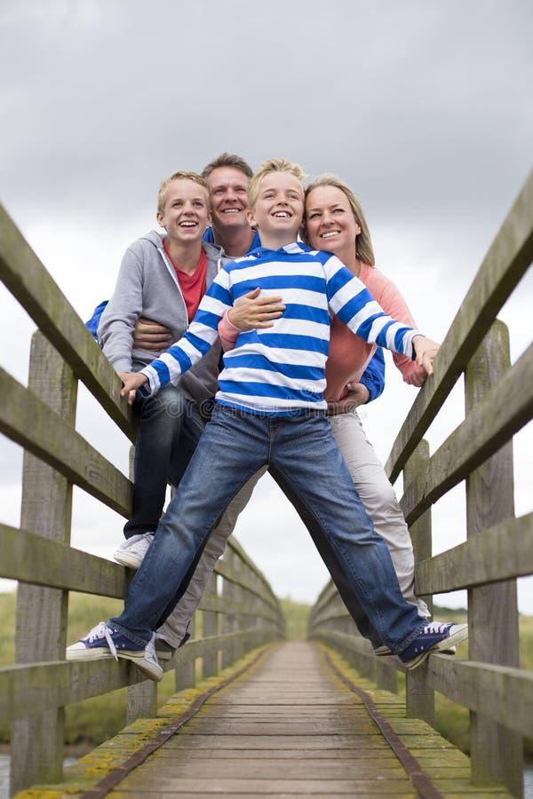 Ritratto sorridente della famiglia fotografia stock libera da diritti