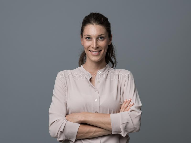 Ritratto sorridente della giovane donna fotografia stock