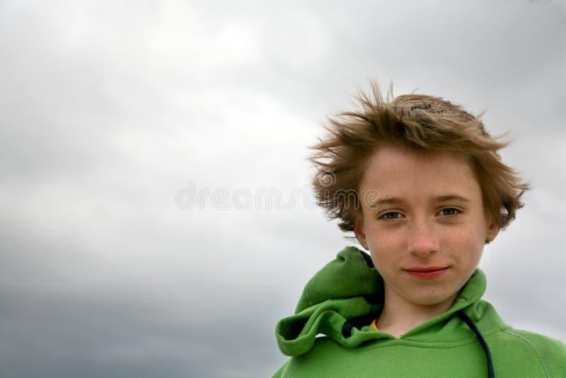 Ritratto teenager sul vento fotografie stock libere da diritti