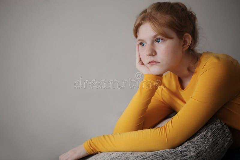 Ritratto teenager triste della ragazza fotografie stock