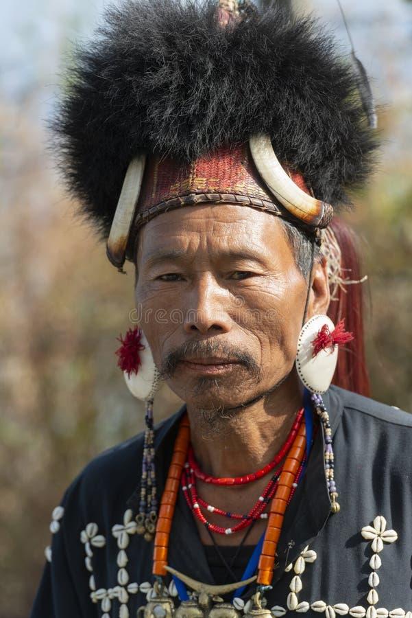 Ritratto tribale al festival del bucero, Kohima, Nagaland, India del Naga il 1° dicembre 2013 fotografia stock libera da diritti