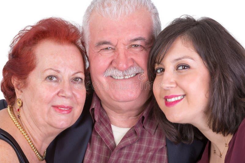 Ritratto vicino delle coppie senior e la loro figlia sui padri Da fotografia stock libera da diritti