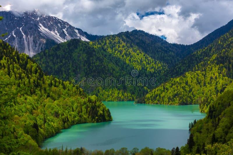 Ritsa sjö, Relictnationalpark av Ritsa, Abchazien arkivfoto