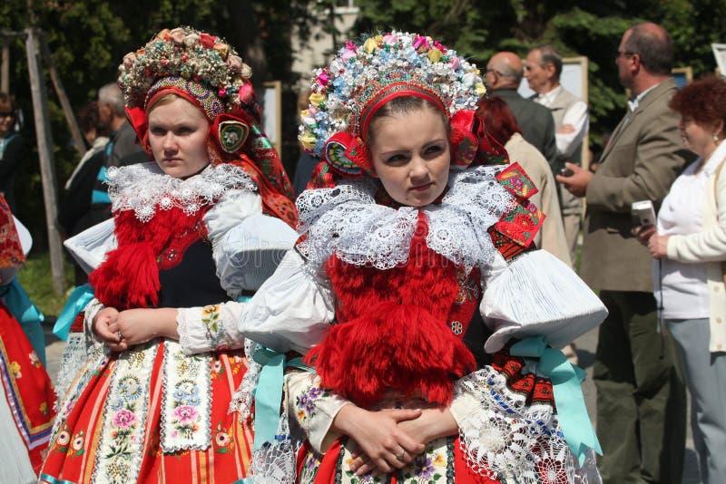 Ritt av konungfolklorefestivalen i Vlcnov, Tjeckien arkivbild