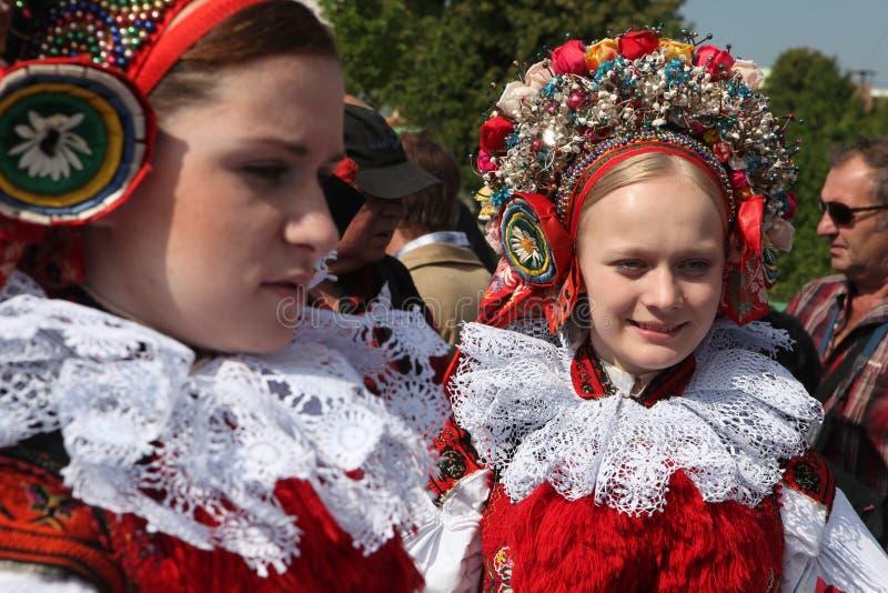 Ritt av konungfolklorefestivalen i Vlcnov, Tjeckien fotografering för bildbyråer