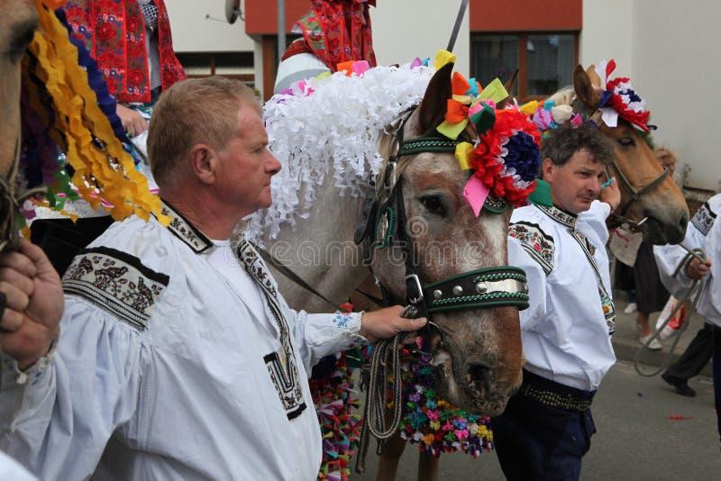 Ritt av konungfolklorefestivalen i Vlcnov, Tjeckien arkivfoto