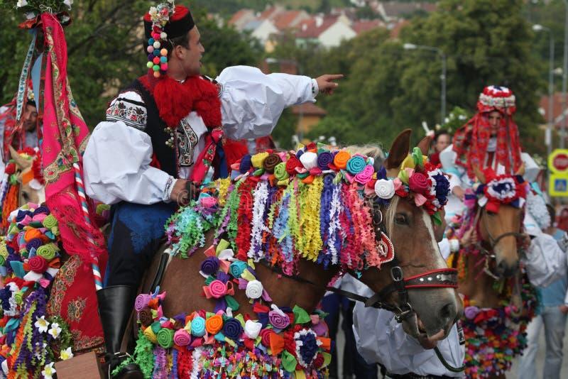 Ritt av konungfolklorefestivalen i Vlcnov, Tjeckien arkivfoton
