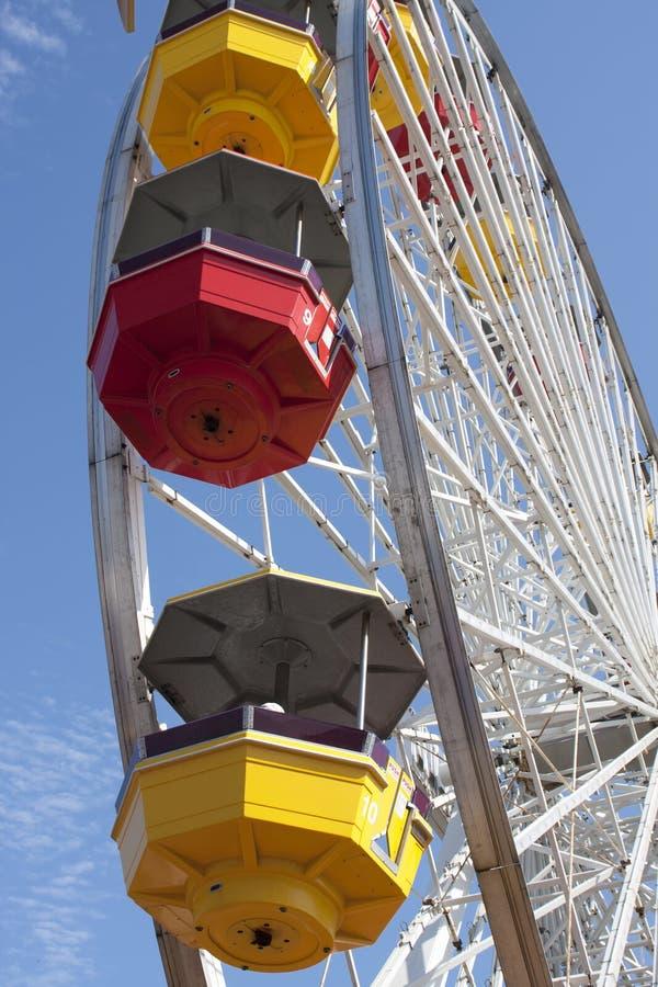 Ritt för spänning för munterhet för Santa Monica pirkarneval arkivfoto