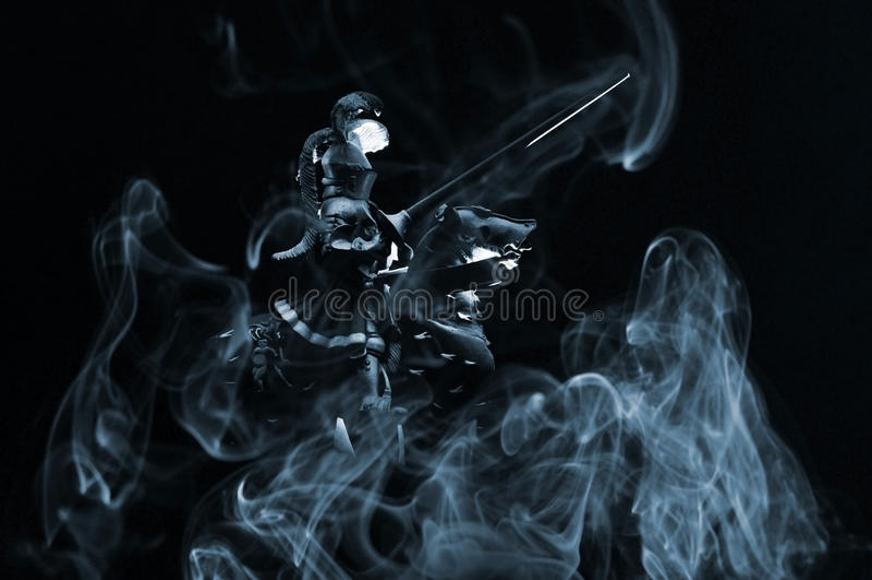 Ritter mit Rauche stockbilder