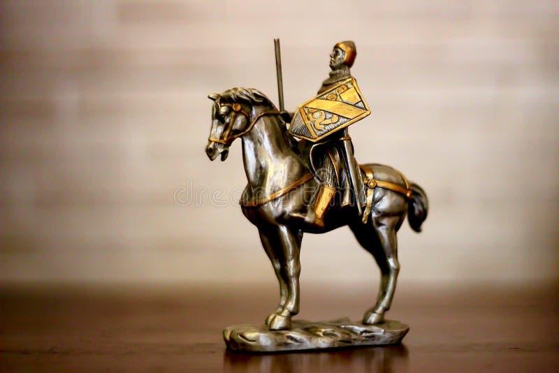 Ritter zu Pferd lizenzfreies stockfoto