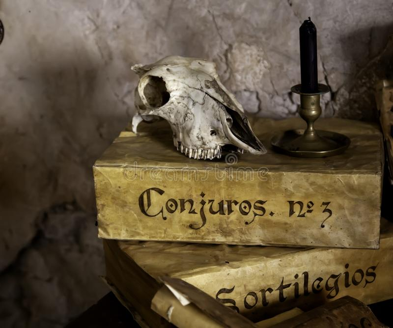 Rituais do altar satânicos imagens de stock