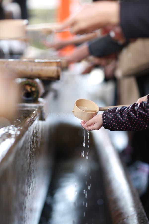 Ritual de manos que se lavan foto de archivo libre de regalías