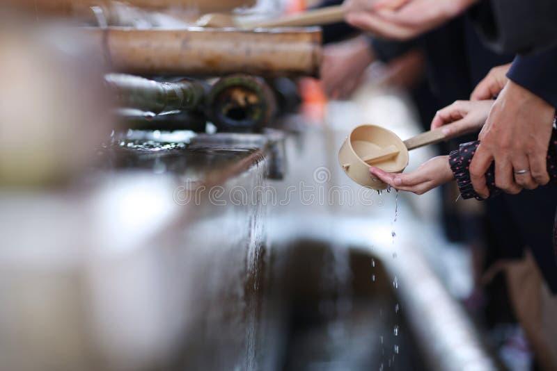 Ritual de manos que se lavan fotografía de archivo