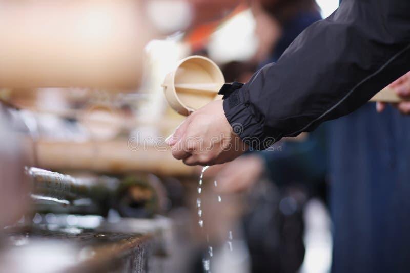 Ritual de manos que se lavan imagen de archivo
