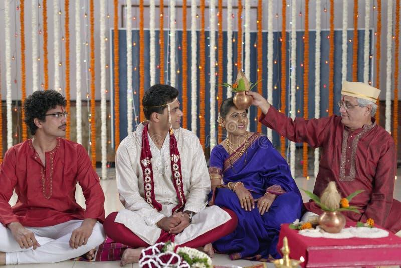 Ritual en la boda hindú india fotografía de archivo