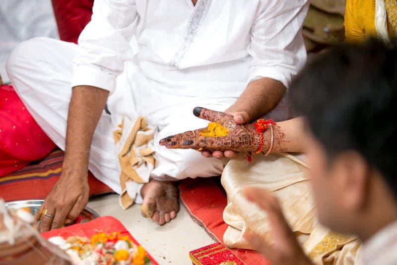 Ritual hind? Kanyadaan de la boda foto de archivo libre de regalías