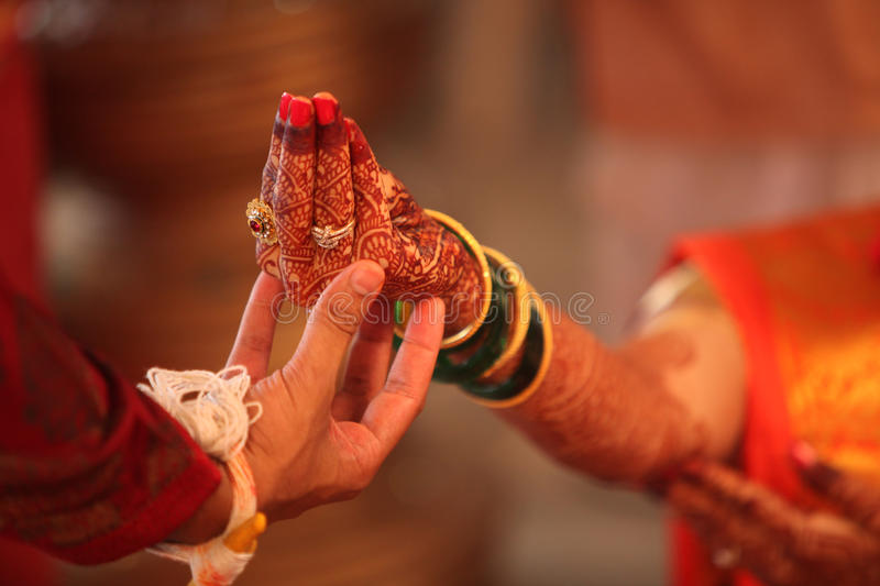 Ritual Hindu do casamento foto de stock royalty free