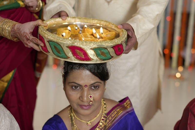 Ritual simbólico hindu indiano no casamento. foto de stock royalty free