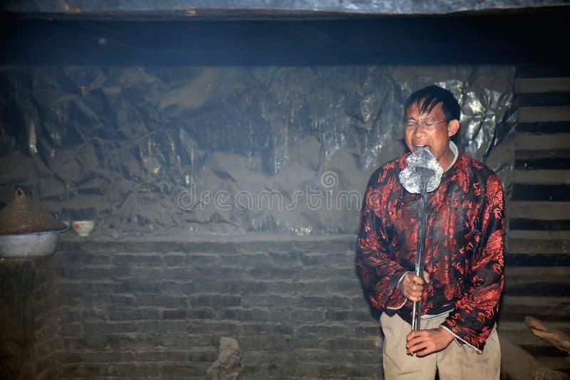 Rituale della piastra riscaldante di Naxi immagine stock libera da diritti