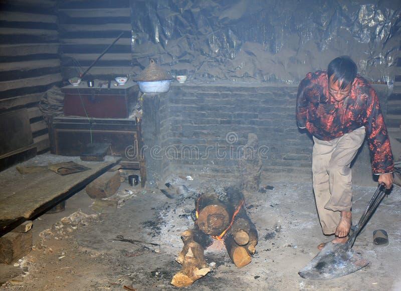 Rituale della piastra riscaldante di Naxi fotografia stock
