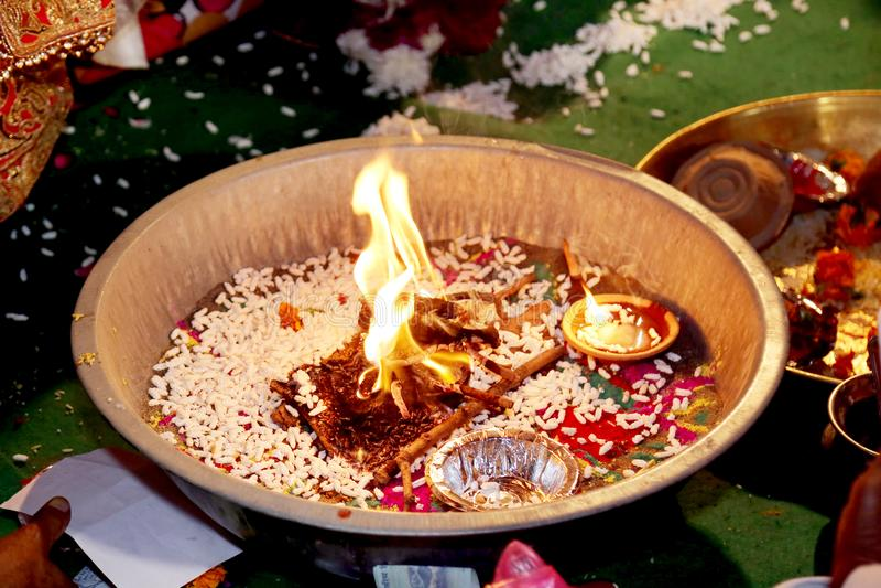 Rituale indiano di cerimonia nuziale immagini stock