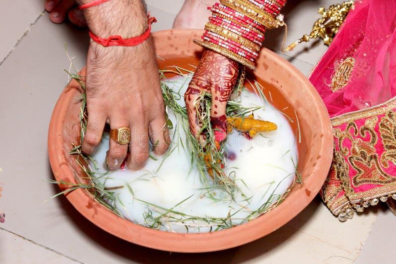 Rituale indiano di cerimonia nuziale immagini stock libere da diritti