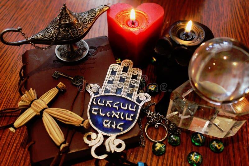 Ritualgegenstände der schwarzen Magie stockfotografie