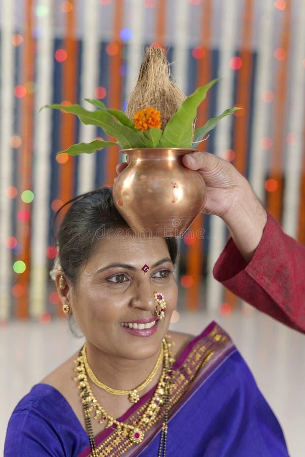Rituel dans le mariage indou indien image libre de droits