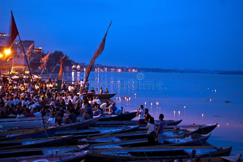 Rituel de Ganga Aarti à Varanasi photos libres de droits