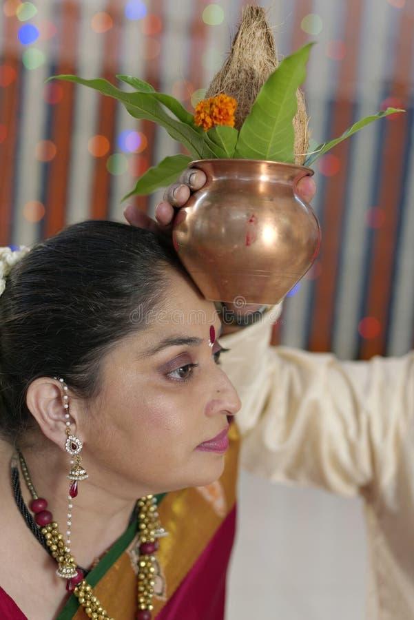 Rituels indous indiens de mariage photo stock