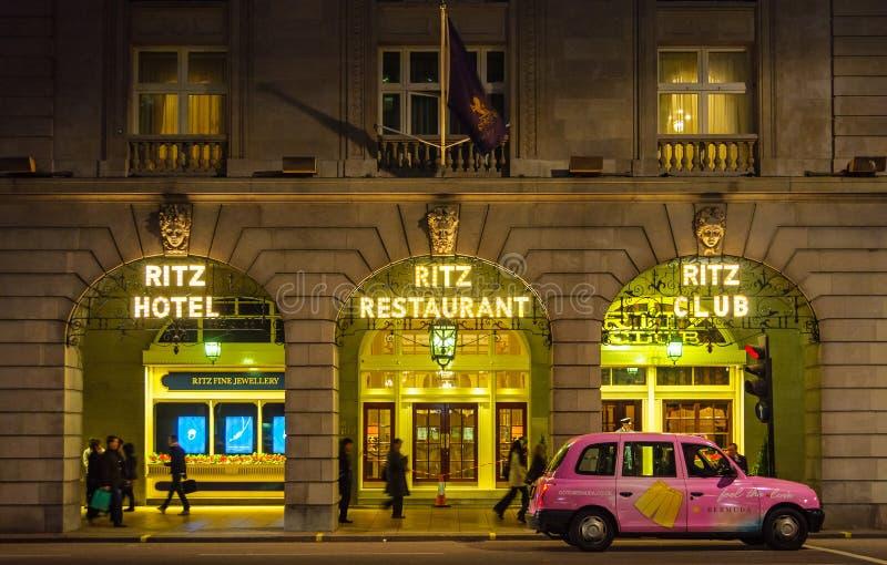 Ritz hotel przy nocą w Londyn zdjęcie royalty free